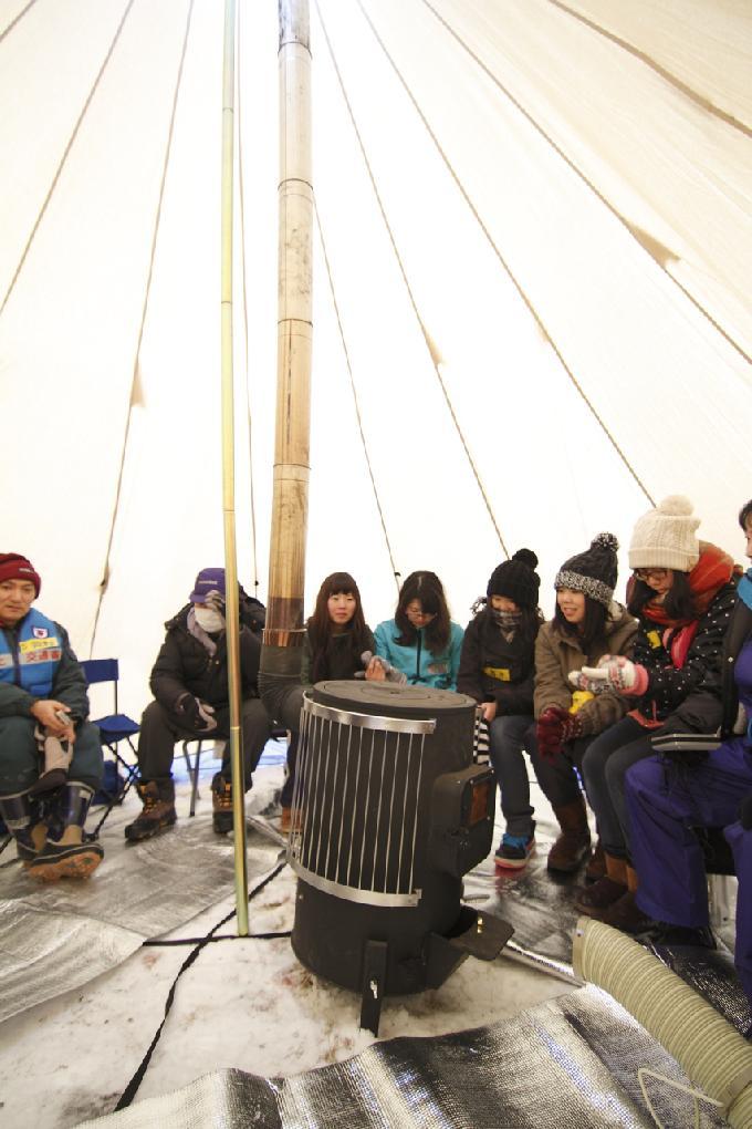 屋外用暖房テント内の様子